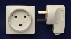 Adaptateur ou convertisseur pour prise électrique