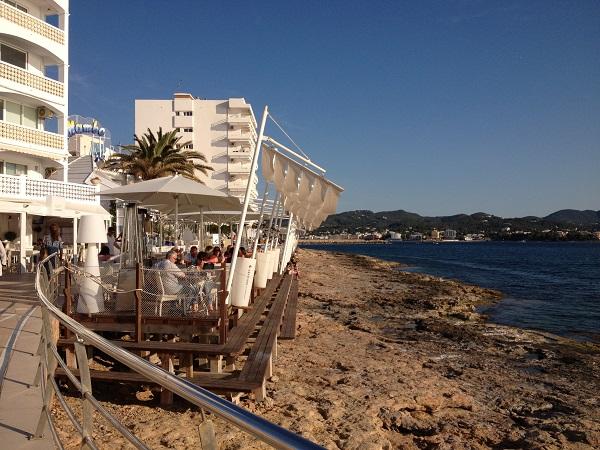 Terrasse du Cafe del Mar à Sant Antoni de Portmani, Ibiza