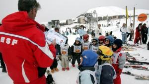 cours de ski collectif en groupe